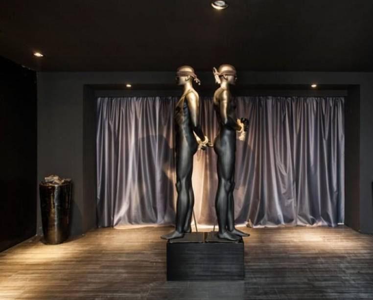 """Hall da Galeria - Layde Tuono. A arquiteta assina o Hall da Galeria, o que lhe permite """"ousar"""" no conceito. Como um espaço de """"passagem"""", a profissional abriu mão do mobiliário, o que permitiu uma maior liberdade de criação. O espaço promete surpreender os visitantes com peças autorais e diferenciadas."""