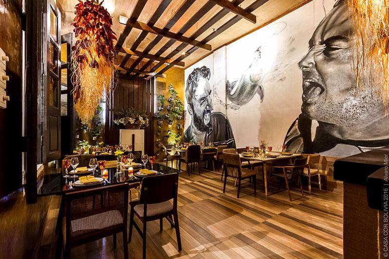 <span>El buen gourmet - Marcelo Parejas Terrazas e Carlos Alberto Parejas. O grafite retrata a dupla de profissionais degustando um pescado. As luminárias rústicas são exclusivas, criadas com ráfia, palha de milho e pimentas desidratadas.</span>