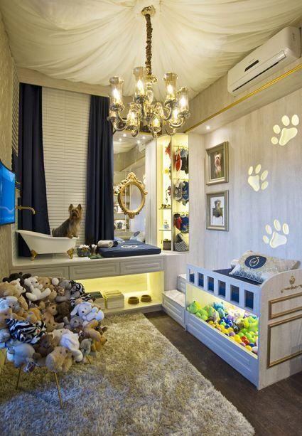 <span>Suíte do Armani - Vinícius Ferreira. Armani é o pet que habita esta suíte clássica, pensada só para ele. Com 9,9m2, o ambiente inclui caminha, trocador, um pequeno closet, banheira e até uma TV.</span>