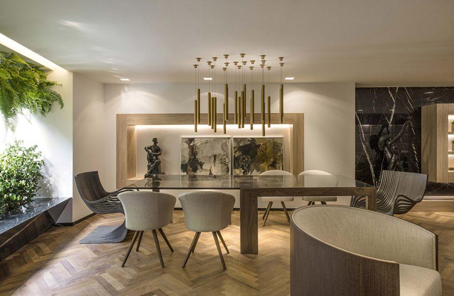 Cenário do Bon Vivant – Larissa Dias. Sala de estar, saleta e jantar se encontram nestes 90m². Para criar um contexto mais receptivo, os móveis escolhidos possuem linhas arredondadas - alguns são do designer Jader Almeida.