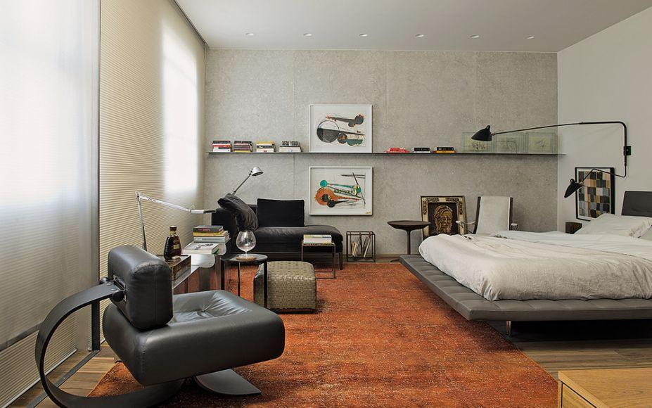 Suíte do Casal - Catarina e Renata Hermanny. No mobiliário, peças de design brasileiro e italiano conversam de forma elegante.