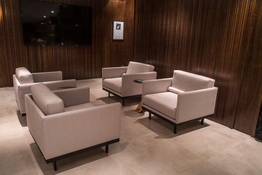 <span>Ponto de Encontro - Érika Queiroz. Uma das novidades trazidas para o lounge é a tecnologia de realidade virtual, que deixa a experiência de um bate papo com boa música e drinks surpreendente. Tudo acontece neste espaço sem excessos, com paredes em madeira que criam uma espécie de caixa.</span>