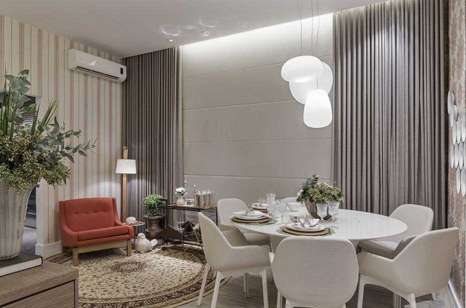 <span>Sala de Almoço - Andreia de Sousa Carneiro e Silva. A poltrona Paraty, com design de Sérgio Rodrigues, é um convite ao relax pós-refeição. Ela vem acompanhada do carrinho de chá JZ, de Jorge Zalszupin.</span>