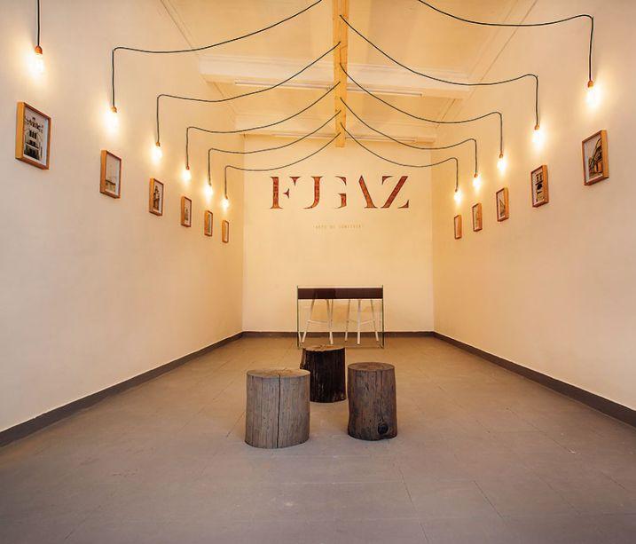 Fugaz - Luka Dolecki. A ideia de evolução e transformação é representada no espaço, que propõe uma experiência em meio a obras de arte e códigos que foram incorporados como elementos decorativos.