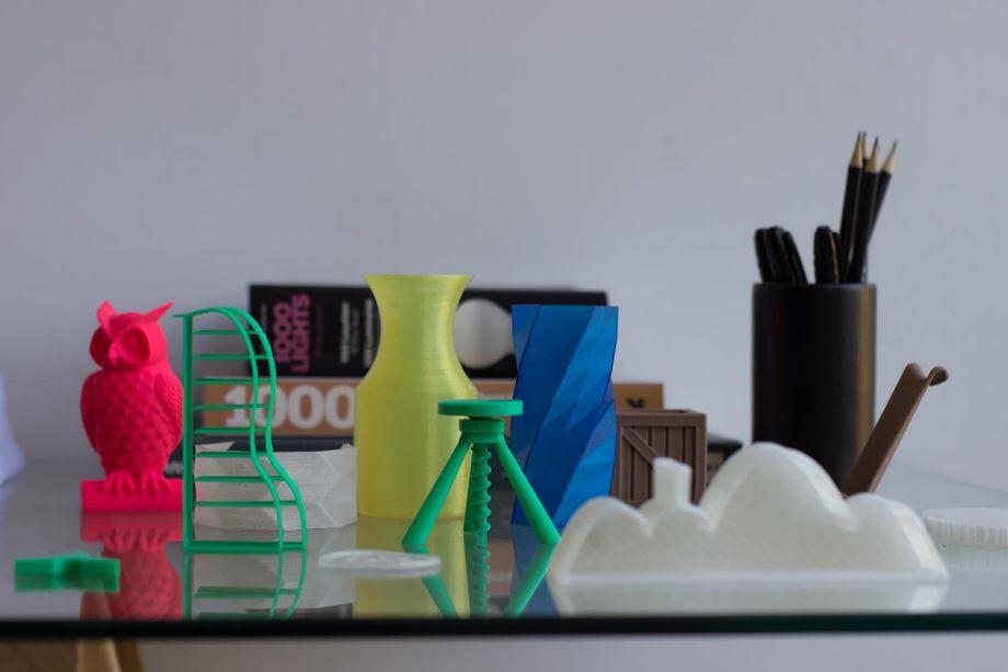 Atelier de Processo Criativo, por Gabi Braga. O ambiente discute a democratização do design e, para isso, conta com uma impressora 3D. O visitante é convidado a desenvolver seu próprio objeto e a incorporá-lo ao espaço, tornando-se coautor deste projeto que se transforma a cada dia.