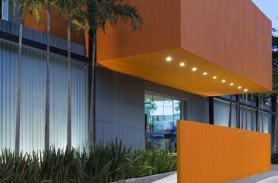 CASACOR Goiás 2016. Fachada – Leo Romano. O espaço conta com uma arquitetura limpa e contemporânea, que trabalha os volumes de forma inovadora, ousada e autoral.