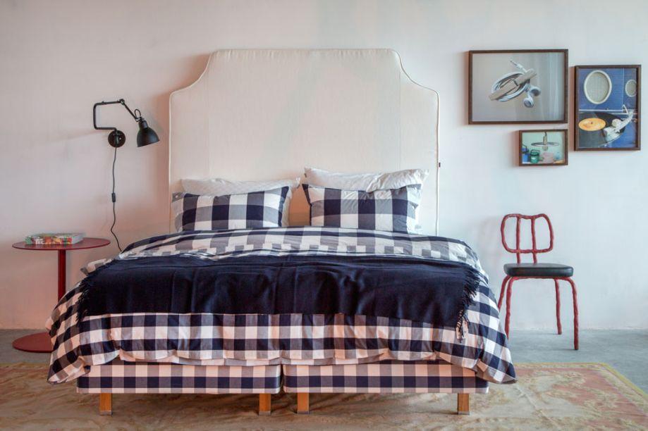 Loft do Antonio - Monica Penaguião destaca a cama Escandinava Hastens, considerada uma das melhores do mundo, feita com um mix de materiais costurados a mão (crina de cavalo, algodão, lã e linho) e com a mesma técnica de construção de navios.