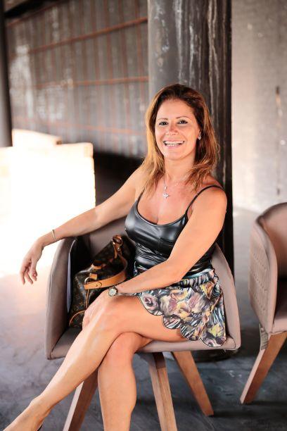 <span>Carla Oliveira</span>