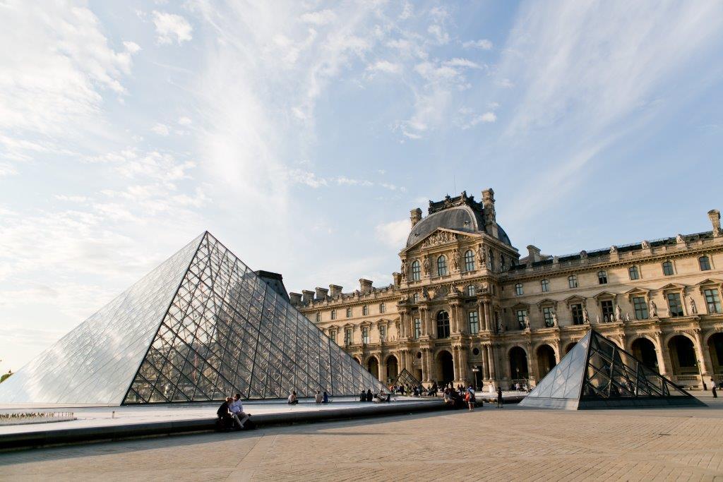 louvre paris museu frança arquitetura arte exibição pintura arte moderna