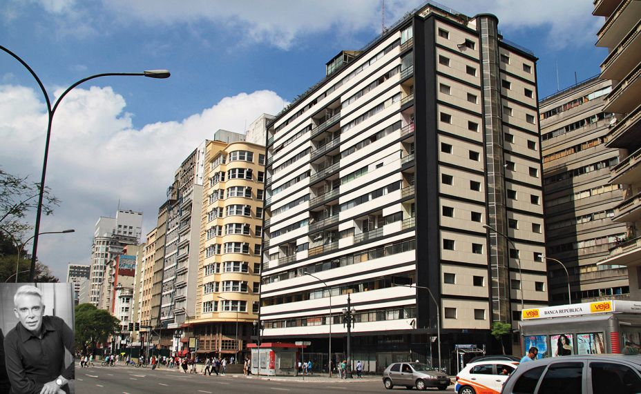 Leo Shehtman, que sempre traz uma nova e inusitada experiência para a CASACOR, e que em 2016assinou o Vagão de Trem na mostra paulista, escolheu como um dos marcos arquitetônico mais importantes de São Paulo, o Edifício Esther, por ser o primeiro prédio modernista do Brasil.