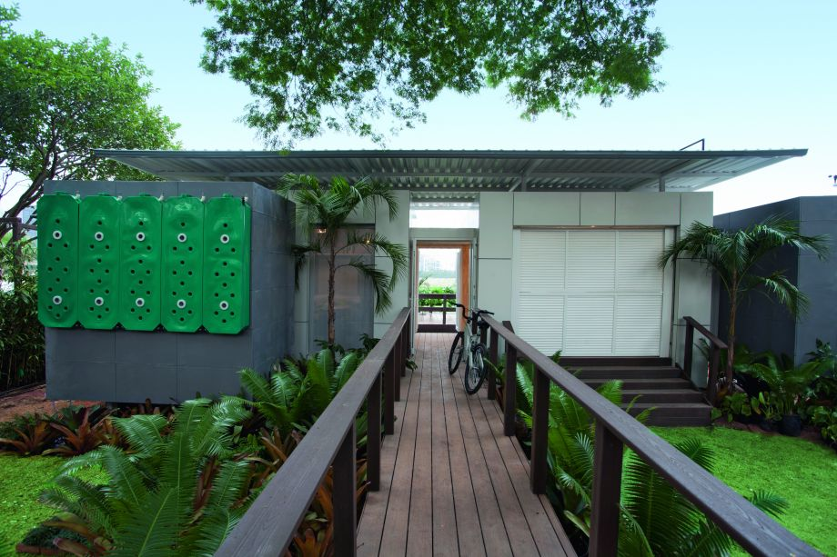 <span>Luiz Henrique Ferreira, engenheiro fundador da consultoria em sustentabilidade Inovatech, e os arquitetos Rodrigo Mindlin Loeb e Caio Dotto assinam o projeto de moradia que também é customizável.</span>