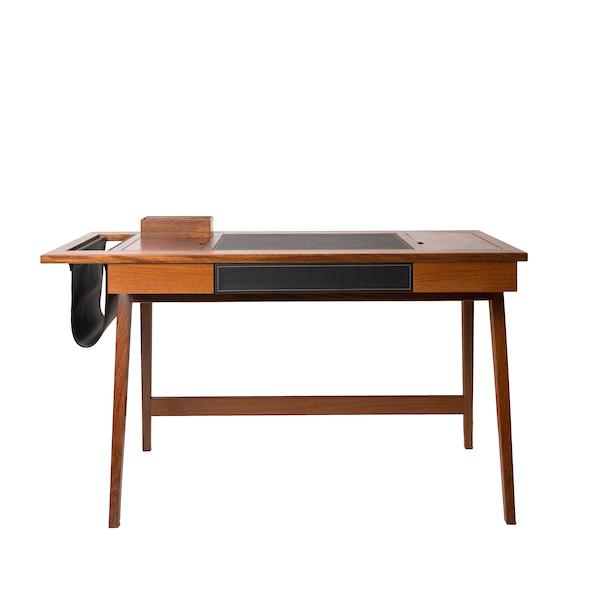 A Oslo Design, criada recentemente pelas arquitetas mãe e filha<span>Karin Klassen eCláudia Guimarães da Costa, tem como proposta aliardesign e funcionalidade em peças de madeiraatemporais e duradouras, através de matérias primas nobres e marcenaria minuciosa.</span>