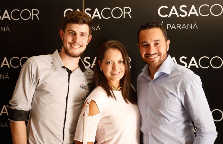 Representante da Link Monitoramento, e os arquitetos Rafael Carvalho e Gisela Miró