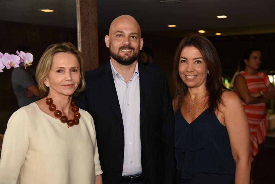 Sheila Podestá, Thiago Galvão e Eliane Martins