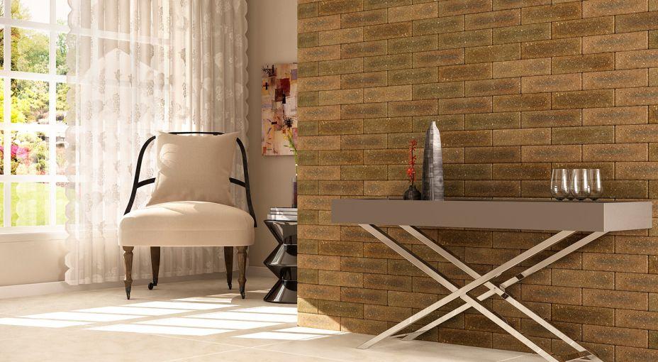 Com o processo de reciclagem de resíduos da fábrica, a <strong>Nina Martinelli</strong> criou novos revestimentos, com destaque para a linha Brick, que atualmente possui 22 modelos. Mais quatro modelos serão lançados, em formato de tijolinhos: Brick Naturalle (faces irregulares e tom semelhante ao tijolo natural); Brick Fendi (extraída do concreto, é um cinza esverdeado, na versão Brick ganha um aspecto oxidado e tonalidades variadas); Brick Ocre (confere uma bela composição que mistura as cores ocre e verde); e Brick Rosso (modelo clássico e no tom de terra, apresenta todas as características da cerâmica rústica.