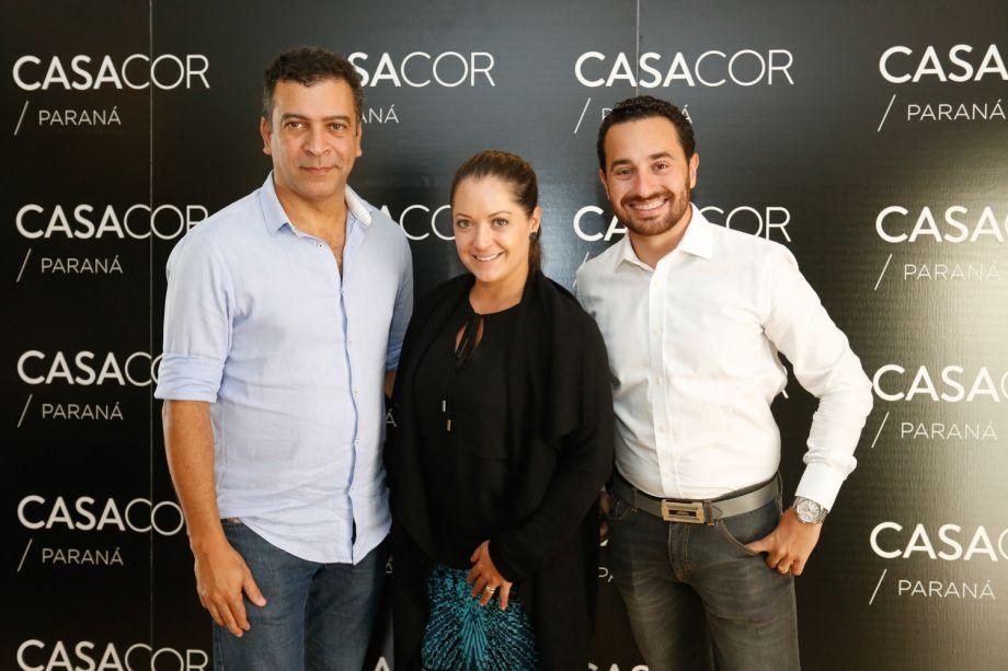 Pedro Ariel e os arquitetos Gisela Miró e Rafael Carvalho