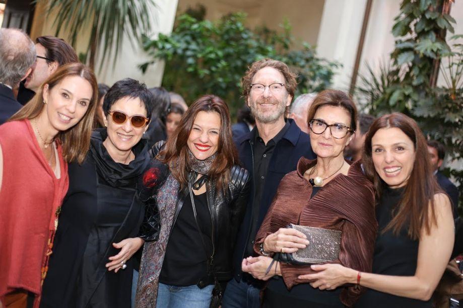 Esther Schattan, Livia Pedreira, Jade Stipp, Titi Civita, Cris Ferraz e Cris Bava