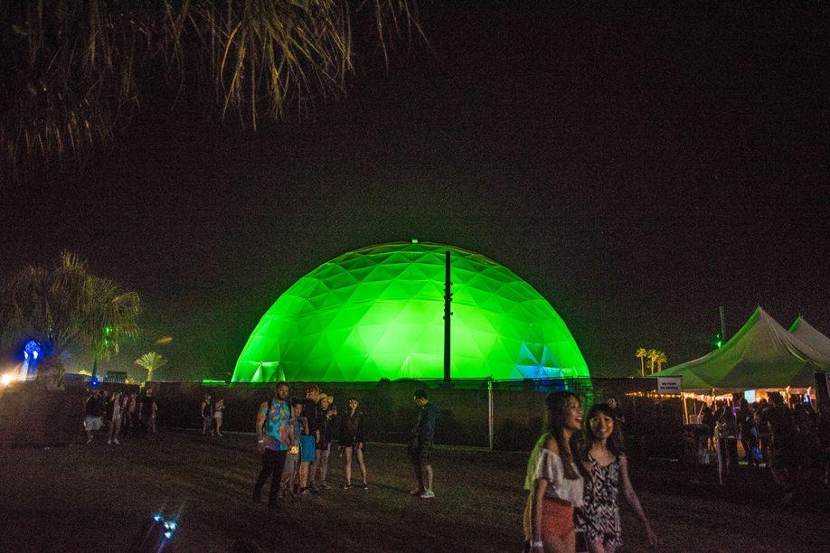The Antartic, por Obscura Digital.A instalação era uma cúpula planetária, que pelo lado de fora, não tinha nada muito excepcional. Porém, quem a adentrava, surpreendia-se com o interior equipado com a mais alta tecnologia de imersão.<span></span>