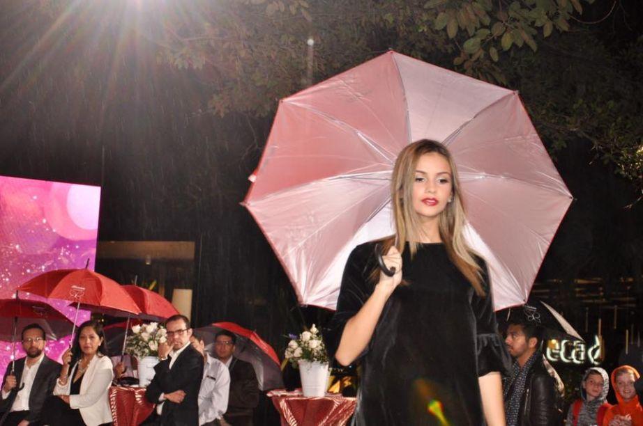 A noite chuvosa não atrapalhou o clima festivo