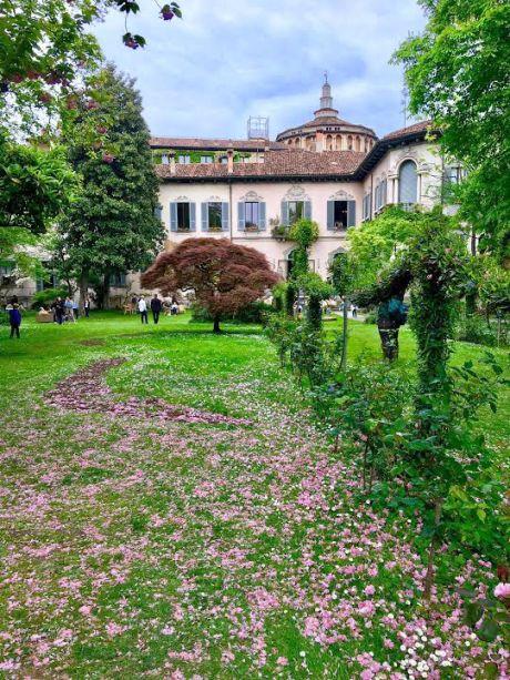 <strong>AIRBNB - La Vigna di Leonardo</strong> -Graças a inciativa do portal Airbnb, um dos endereços mais incríveis e prestigiados da cidade de Milão foi aberto ao publico: La Vigna di Leonardo.