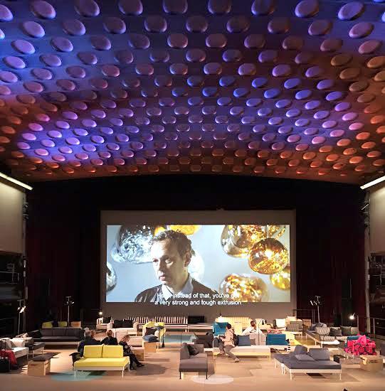 <span><strong>Tom Dixon + IKEA -</strong> A parceria entre Dixon e a marca sueca IKEA resultou em uma cama modular adaptável. Intitulada Delaktig, é uma cama-sofá que pode ser modificada em diferentes estilos de móveis.A peça possui um quadro de alumínio – projetado para ser duradouro e barato – e leva as característicasdo sofá mais vendido da marca, oKlippan. O designer também contou com a ajuda de 75 estudantes do Royal College of Art e da Parsons School of Design em Nova York e Tóquio para inventar novas maneiras de modificar a cama, como uma jangada, uma beliche e um sistema de sofás para aeroportos.</span>