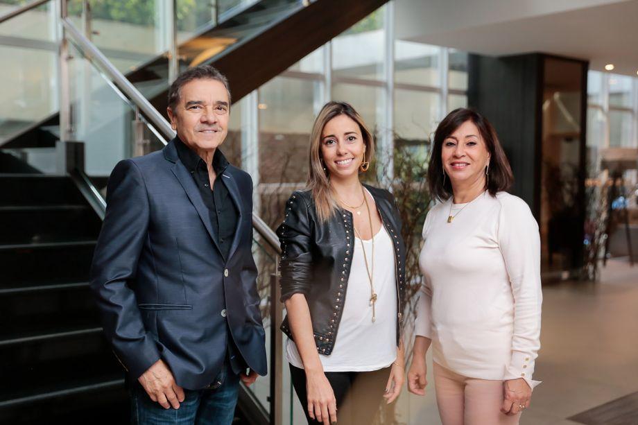 Valdecir Santos, Karina e Vera Capaverde