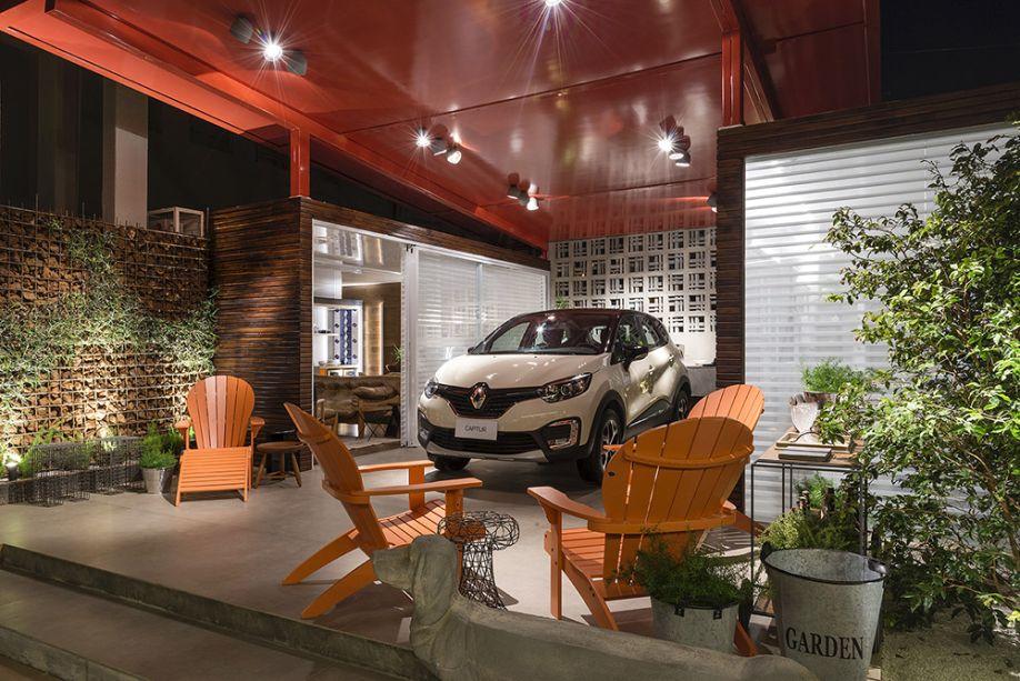 CASACOR Goiás 2017. Cláudia Zuppani - Casa Nômade Renault. Mais uma vez o cimento queimado e suas reproduções se destacam nas garagens.