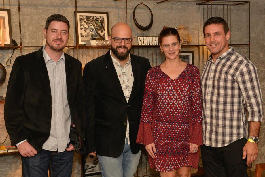 Anderson Valenga, da Guardian, arquiteto Bruno Barbieri, Ana Lins e o diretor de marketing da VEKA, Rodrigo Fontana