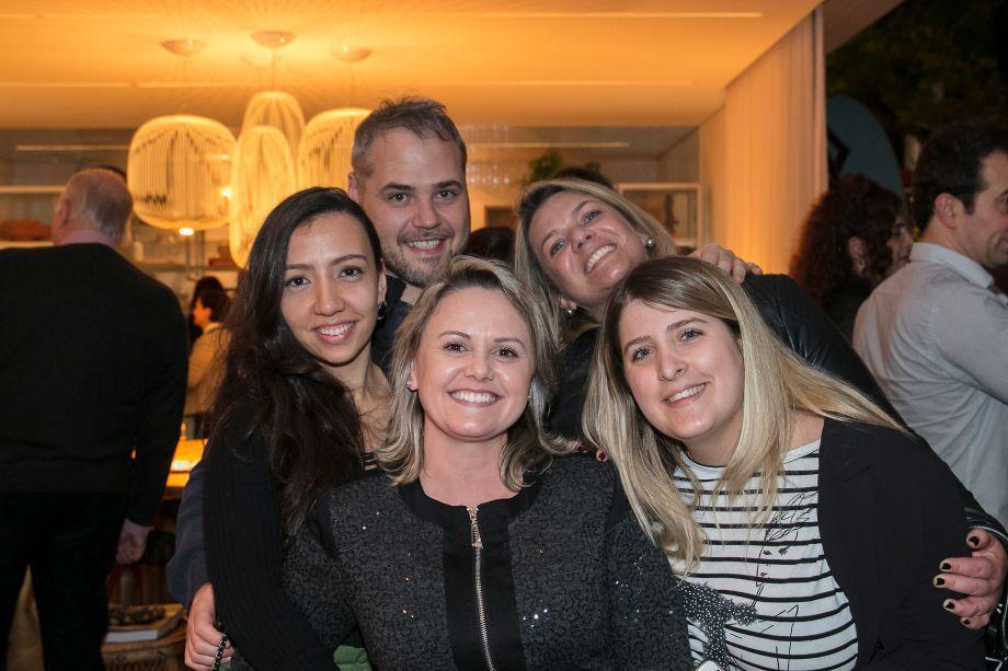 Nathália Candelaria, Alex Colontonio, Giselle Matos, GabrielaPereira e Jéssica Adan