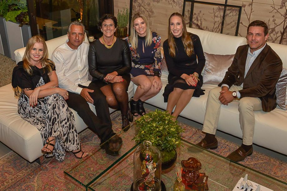 Cleo Osaida da VEKA, Luiz e Francis Bernardo, Juliana Jagelski, Joana Lunelli e Rodrigo Fontana da VEKA Brasil