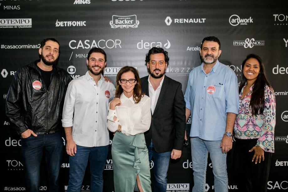 Equipe Kazza Persianas junto a Juliana Grillo e Eduardo Faleiro