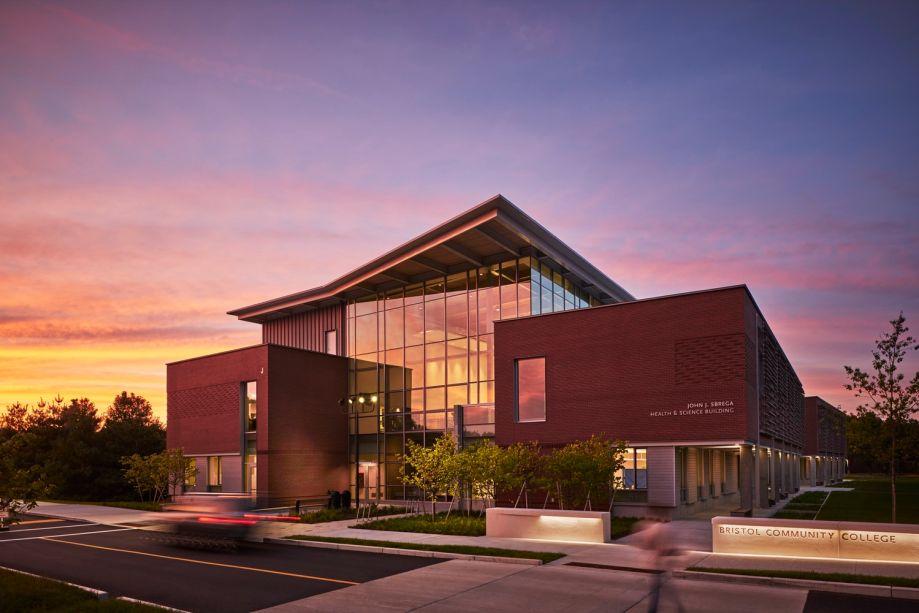 Faculdade Comunitária de Bristol John J. Sbrega Health e Edifício de Ciências