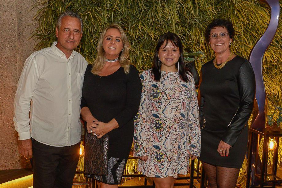 Luiz e Francis Bernardo com Ana Porto e Raquel Alice do marketing da CASACOR