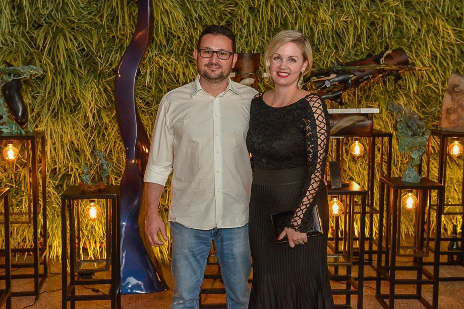 Marcelo Grechi e Elen Gramkow