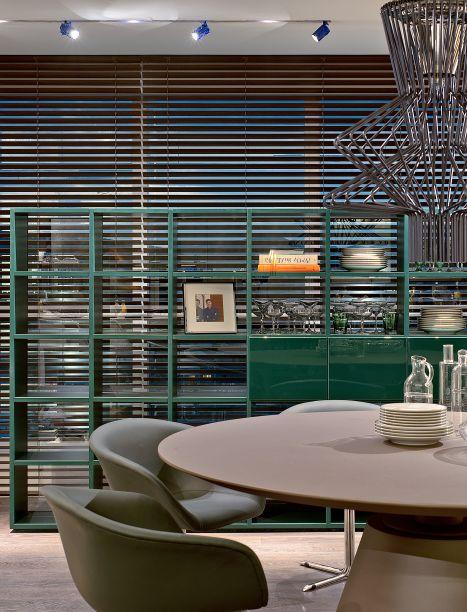 O Estar Gourmet (110 m²), traz assinatura do arquiteto Tufi Mousse e materializa o movimento de neovanguarda na arquitetura de interiores. A cozinha, centro das novas atenções, assim como a sala de almoço e de estar, são inspiradas nas indústrias e antigas casas com cozinhas azulejadas.