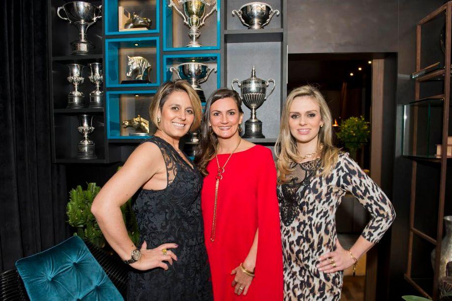 <b><span>Priscila Gabrielly, Flávia Meyer e Fernanda Menosso Raitani, que assinam o espaço Sala de Troféus</span></b>
