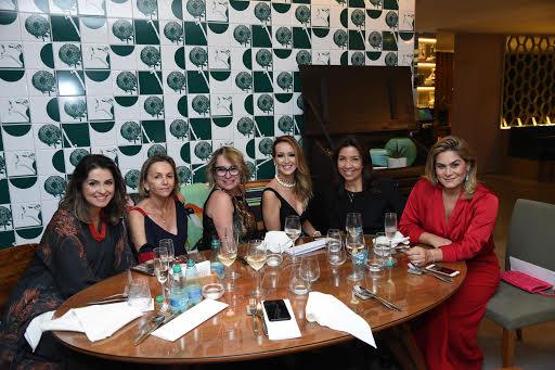 <span>Karina de Siqueira, Ednara Braga, Keilen Menezes, Eliane Martins e Andréia Rocha Lima</span>