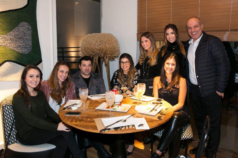 Veronica Vergamini, Mariana Riss, Sylvio Neri, Melina Moraes, Isabella Chacra, Fabiana Dinelli, Livia Migotto e Ali Majzoub