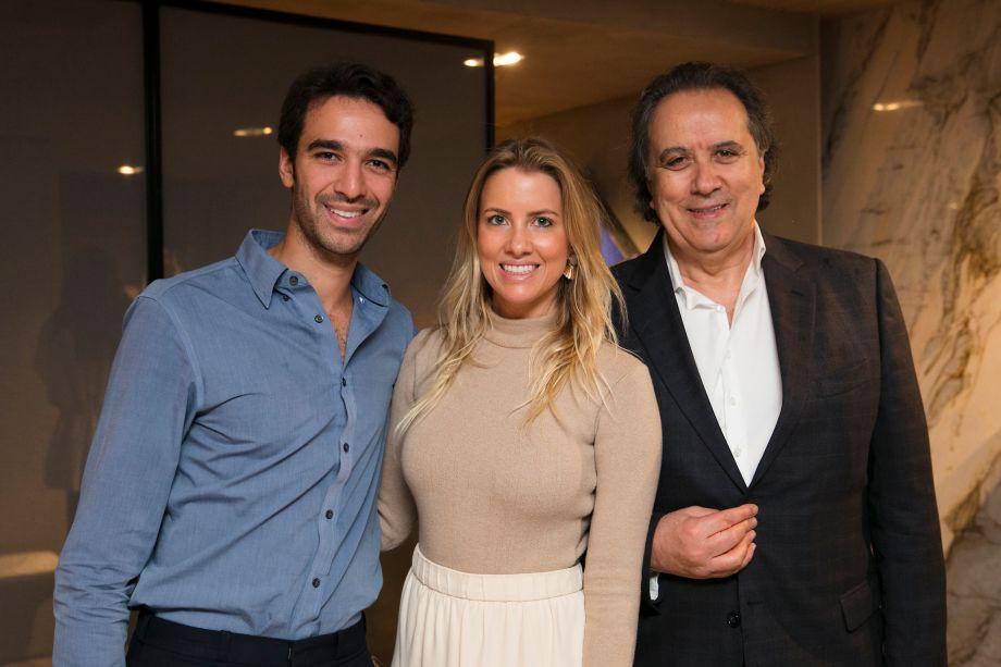 Rafael Hawilla, Carolina Oliveira e João Acacio
