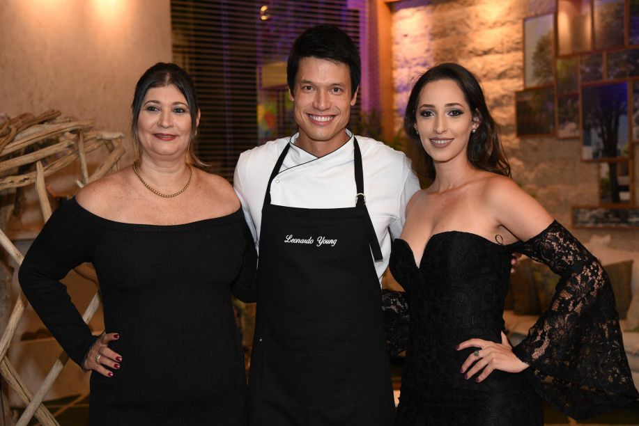 Cristina Ribeiro, Leo Young e Rafaella Clemonez