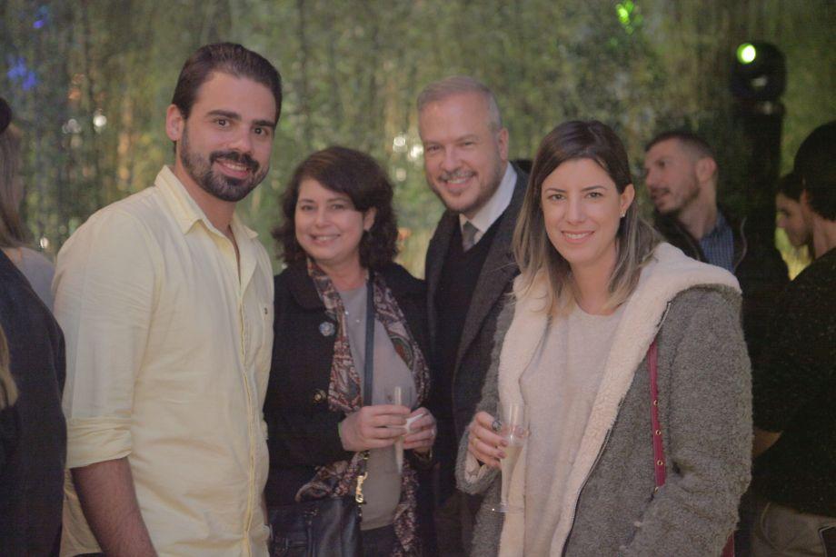 <span>Thiago Giusti, arquiteto da A8; O advogado Gilberto Giusti (Pinheiro Neto Advogado) e sua esposa Elenice Giusti; Marina Albuquerque</span>