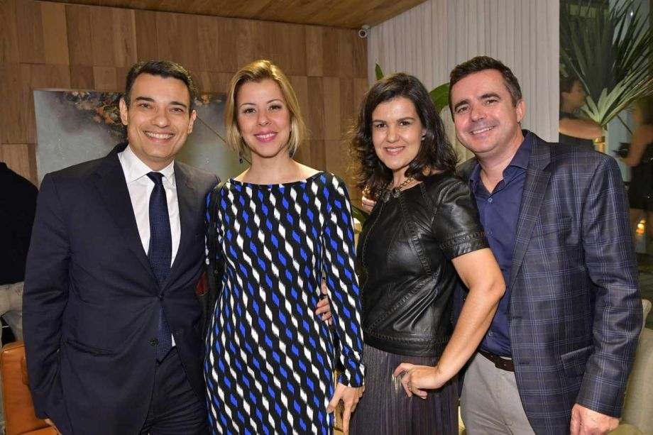 <span>Marcelo Oliveira, Carmen Eijeiro, a design floral Tetê Castanha e Marcio Castanha.</span>