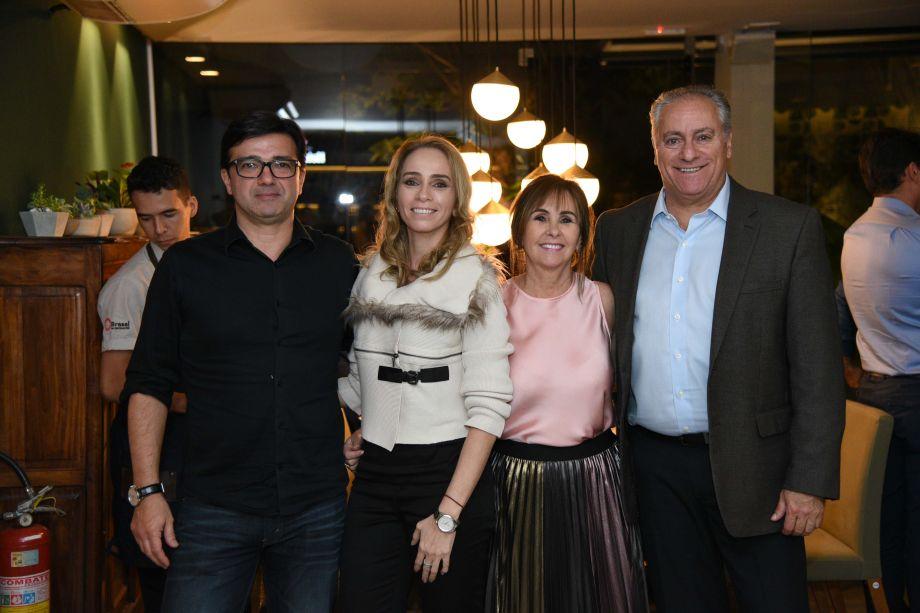Sanderson Porto, Ana Paula Castro, Meire Santos com Renato Rocha CEO da Hunter Douglas América Latina