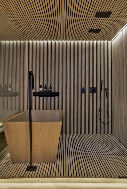 Assinado pela Triplex Arquitetura, o banheiro do Loft do Designer é<span>revestido por ripas de madeira pinus Accoya, modificadas por um processo de acetilação que permite sua aplicação em ambientes molhados.</span>