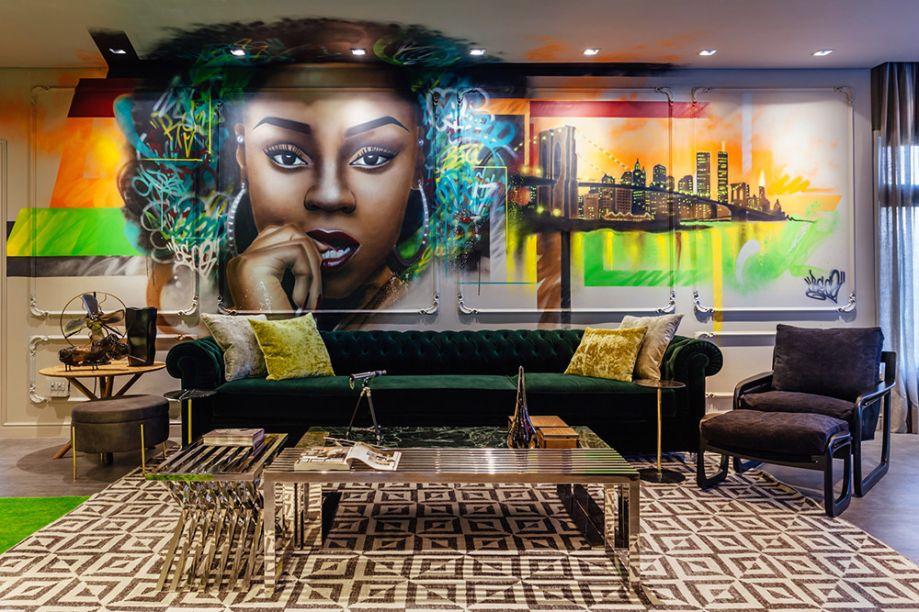 <span>Street Loft - Sandro Jasnievez. O projeto ousa com uma proposta mais artística, representada no grafite de Erick Citron sobre a parede de boiseries, absolutamente clássica.</span>