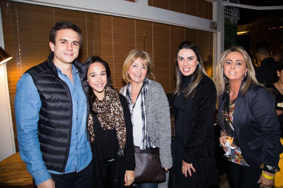Nicolás Lojo, Vanessa Ireno, Lucy Amicón, Graziella Castanheira e Ana Paula Porto