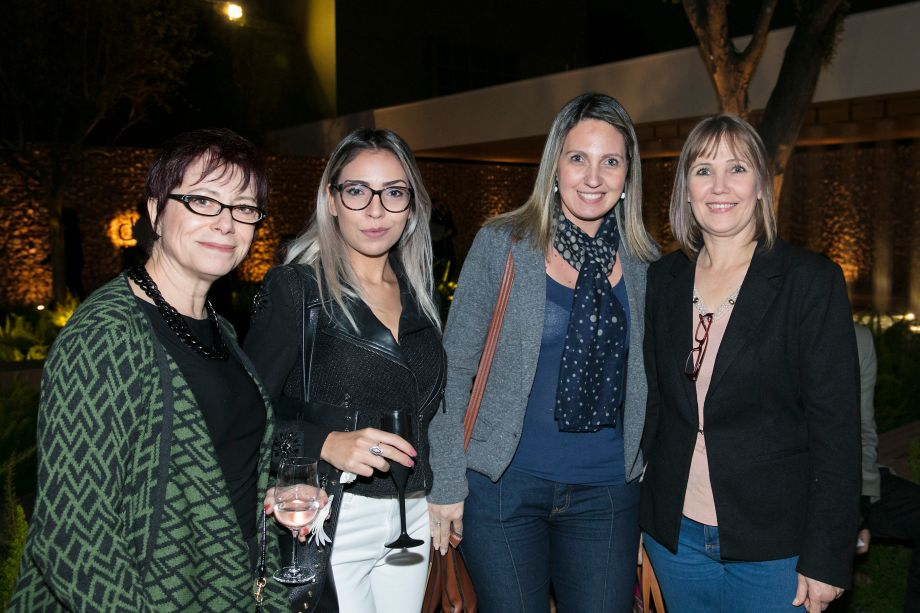 Carla Jarjura, Amanda Fernandes, Adriana Maranhoni e Isabel