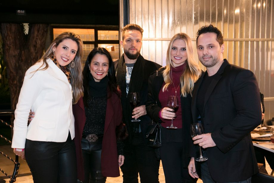 Karina Vitoir, Debora Dutra, Guilherme Amoroso, Melina Faccio e Adriano Faccio