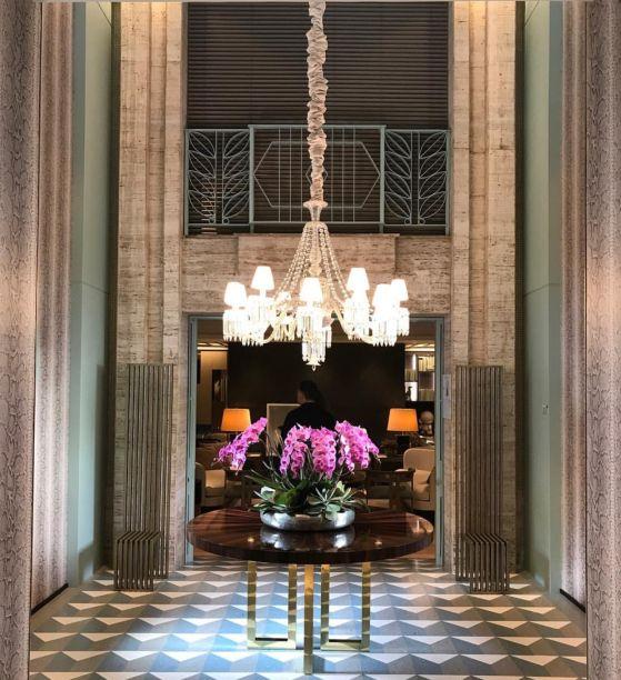 No Lounge dos Lofts, de Maurício Karam, foram usadas persianas em composição com a arquitetura original do Jockey. Os modelos usados foram o Frosted Manual, que podem ser adquiridos na mostra a partir de R$1.593,30.