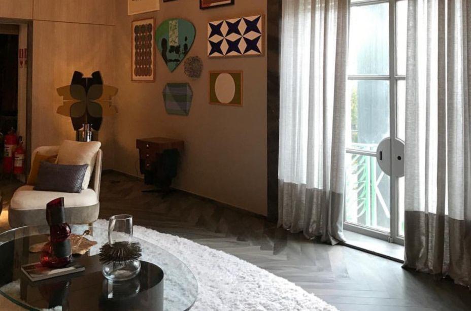No Estar Refletido, de Sandra Moura, foi usado um mix de cortina e persiana. A Design Wood Manual, da Uniflex, pode ser comprada no Special Sale por R$4.956.